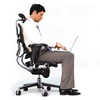 TEKNO assure une position ergonomique même dans de mauvaises positions de travail. Le dos reste soutenu.