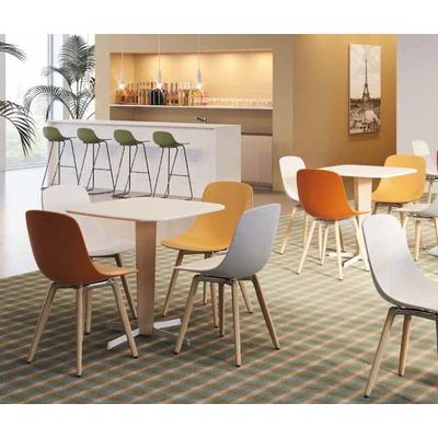 Chaises PURE-LOOP BI-NUANCE : la coque est en double coloris (1 extérieur et 1 intérieur)