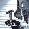 Structure dossier en aluminium avec soutien lombaire indépendant monté sur support flexible.